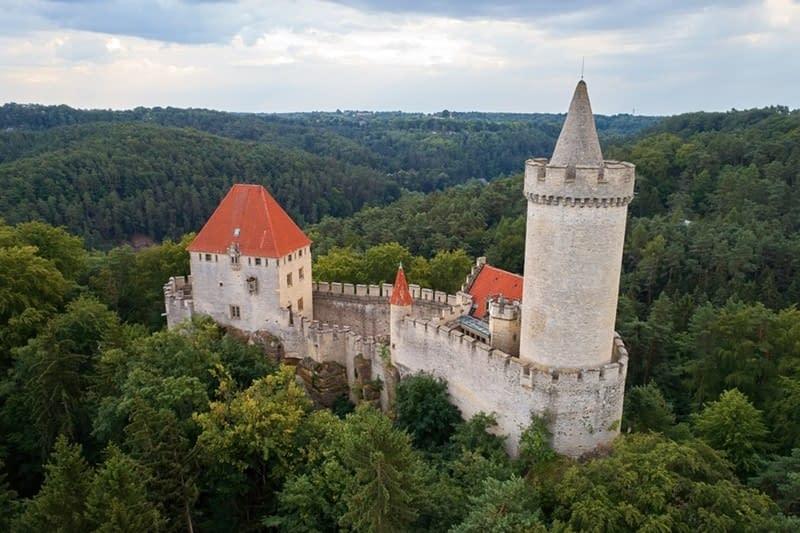 Hike to Kokořín Castle